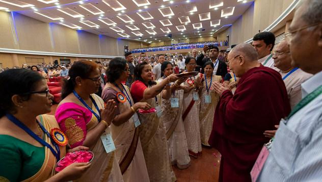 Далай-лама принял участие в 52-м национальном конгрессе Всеиндийской ассоциации католических школ