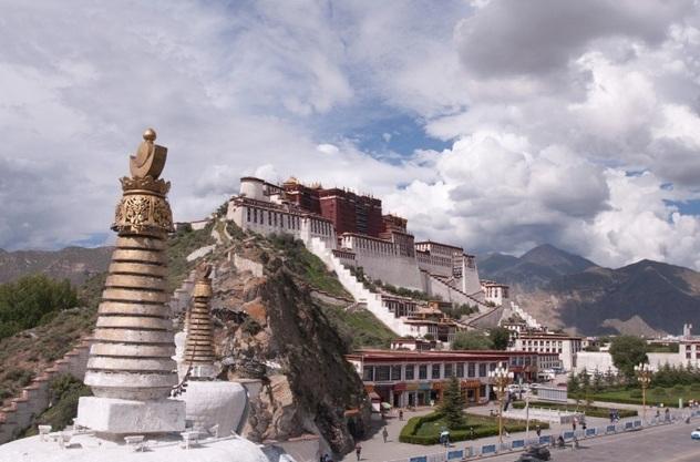 США хотят помешать Китаю избрать следующего Далай-ламу. Конгресс ищет способ наказать Пекин