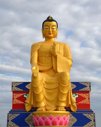 В Лагани состоялось торжественное открытие крупнейшей в Европе статуи Будды Майтреи