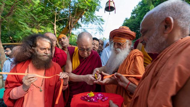 О втором дне визита Далай-ламы в ашрам Шри Удасина Каршни