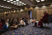 Его Святейшество Далай-лама дарует наставления тибетским студентам во время встречи, организованной в конференц-зале его отеля. Мангалуру, штат Карнатака, Индия. 30 августа 2019 г. Фото: Тензин Чойджор (офис ЕСДЛ).