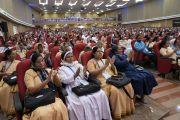 Слушатели аплодируют Его Святейшеству Далай-ламе во время обращения к участникам 52-го национального конгресса Всеиндийской ассоциации католических школ. Мангалуру, штат Карнатака, Индия. 30 августа 2019 г. Фото: Тензин Чойджор (офис ЕСДЛ).