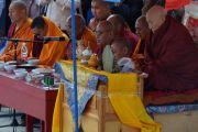 Досточтимый Ело Ринпоче, монахи и верующие во время ритуала освящения статуи Будды Майтреи в Лагани. 22 сентября 2019 г. Фото: «Лагань Даргьелинг Хурул».