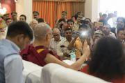 Его Святейшество Далай-лама проводит пресс-конференцию в одном из залов ашрама Шри Удасина Каршни. Матхура, штат Уттар-Прадеш, Индия. 23 сентября 2019 г. Фото: Тензин Чойджор (офис ЕСДЛ).