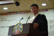Президент Центральной тибетской администрации Лобсанг Сенге выступает с основным докладом во время церемонии открытия Восьмой международной конференции групп поддержки Тибета. Дхарамсала, Индия. 3 ноября 2019 г. Фото: ЦТА.
