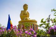 Вид на статую Золотого Будды, расположенную в Международном центре обучения бхикшу «Локуттара». Аурангабад, штат Махараштра, Индия. 23 ноября 2019 г. Фото: Тензин Чойджор (офис ЕСДЛ).