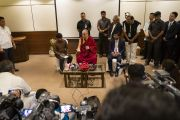 Его Святейшество Далай-лама проводит пресс-конференцию. Аурангабад, штат Махараштра, Индия. 23 ноября 2019 г. Фото: Тензин Чойджор (офис ЕСДЛ).