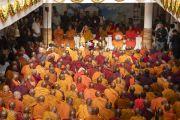 Собрание монахов во время учения Его Святейшества Далай-ламы о буддийской традиции Наланды, организованного в Международном центре обучения бхикшу «Локуттара». Аурангабад, штат Махараштра, Индия. 23 ноября 2019 г. Фото: Тензин Чойджор (офис ЕСДЛ).