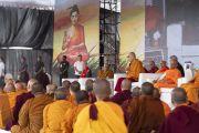Его Святейшество Далай-лама дарует учения на спортивном стадионе Колледжа физкультуры при Народном образовательном обществе. Аурангабад, штат Махараштра, Индия. 24 ноября 2019 г. Фото: Тензин Чойджор (офис ЕСДЛ).