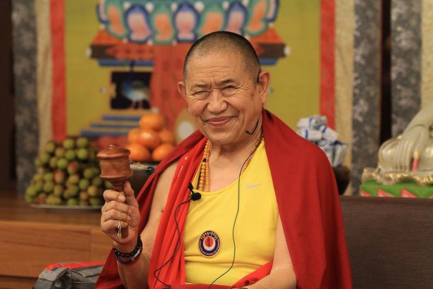 Гарчен Ринпоче дарует учение о Гуру-йоге и Ваджрасаттве с переводом на русский язык