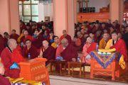 Монахи, собравшиеся в монастыре Гандан Тегченлинг в Монголии на традиционные философские диспуты, слушают обращение Его Святейшества Далай-ламы. 15 октября 2020 г. Фото: монастырь Гандан Тегченлинг.