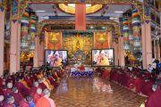 Его Святейшество Далай-лама обращается по видеосвязи к монахам, собравшимся в монастыре Гандан Тегченлинг в Монголии, чтобы принять участие в традиционных философских диспутах. 15 октября 2020 г. Фото: монастырь Гандан Тегченлинг.